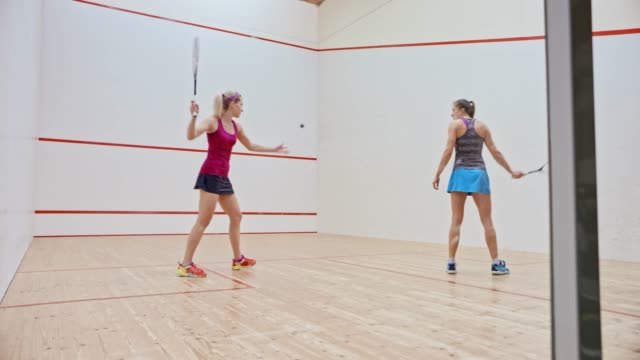 DS Two women playing squash