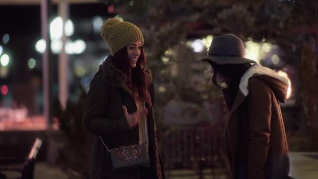 two women shopping at night - オーバーコート点の映像素材/bロール