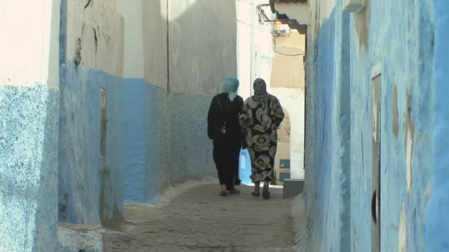 ws two women walking down narrow alley in medina of oudaias, rabat, morocco - rabat morocco stock videos & royalty-free footage