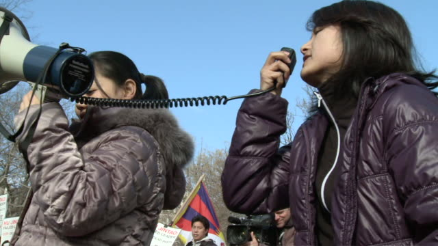 ms two women with loudspeaker at political demonstration and protest outside white house / washington dc united states audio - politica video stock e b–roll