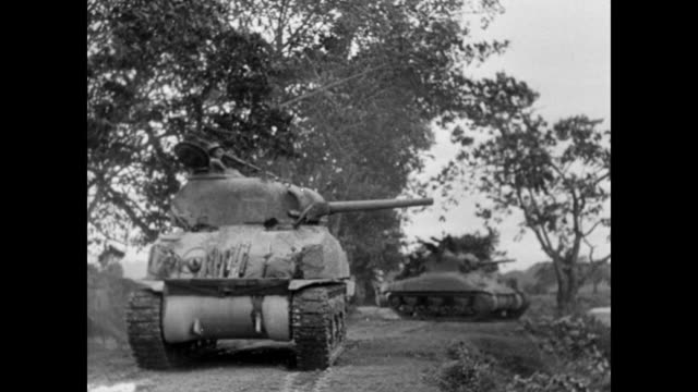vidéos et rushes de two wwii army tanks shooting - seconde guerre mondiale