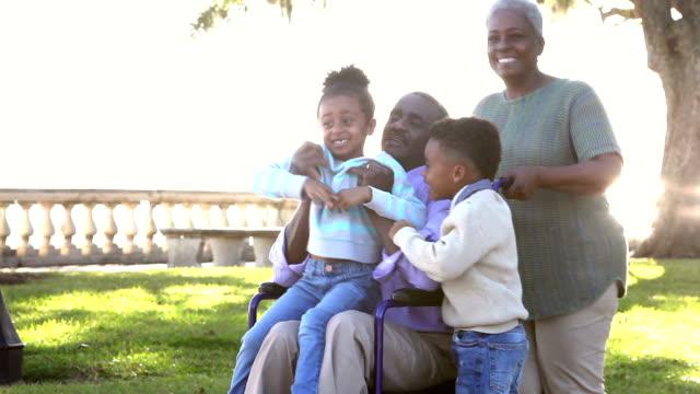vídeos y material grabado en eventos de stock de dos niños afroamericanos a abuelo - en el regazo