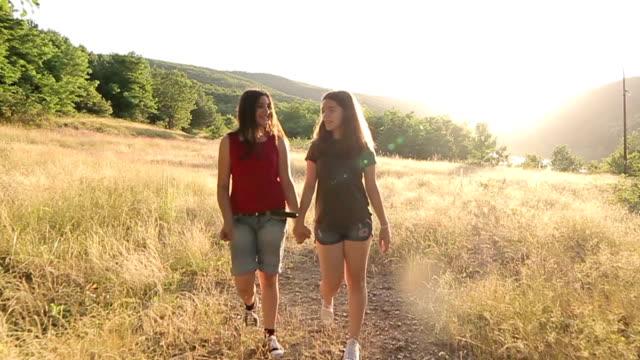 stockvideo's en b-roll-footage met twee jonge meisjes camping - sunny