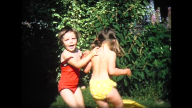 vidéos et rushes de 1965 two young girls jumping ecstatically in wading pool - pataugeoire