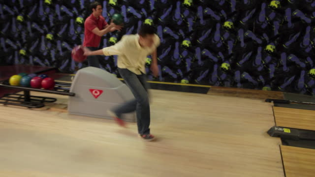 ws zi ms two young men bowling / dover, new hampshire, usa - ボウリング点の映像素材/bロール