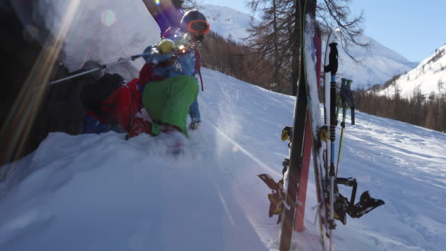 two young men leave shelter, in snowy mountains - skijacke stock-videos und b-roll-filmmaterial