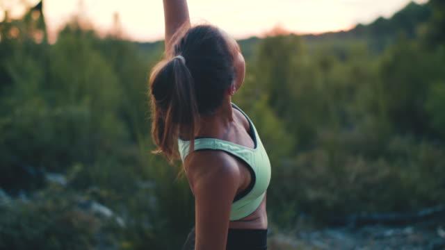 vídeos y material grabado en eventos de stock de two young women practicing yoga together at sunrise in the forest in the south of france. - reloj de pulsera