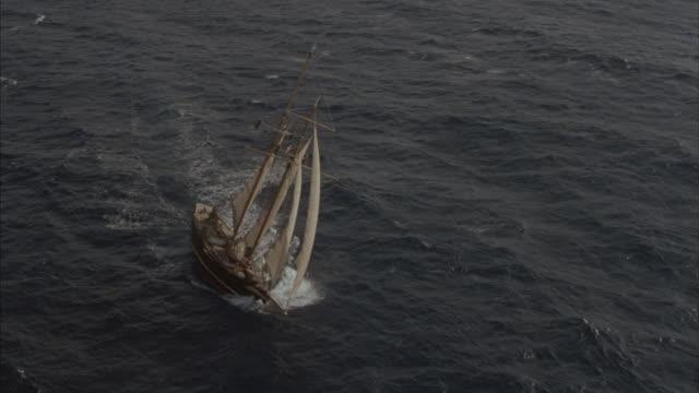 vídeos de stock, filmes e b-roll de a two-masted schooner sails in the open ocean. - passear sem destino