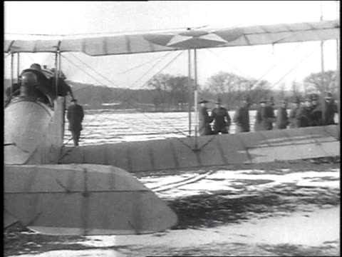 stockvideo's en b-roll-footage met ws twoseater biplane being turned into the wind / camp sherman chillicothe ohio united states - chillicothe