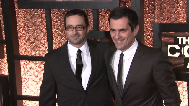 vídeos de stock, filmes e b-roll de ty burrell and guest at the the first annual comedy awards arrivals at new york ny - ty burrell