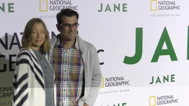 vídeos de stock, filmes e b-roll de ty burrell and wife holly burrell at the premiere of national geographic documentary films' 'jane' at the hollywood bowl on october 09 2017 in los... - ty burrell