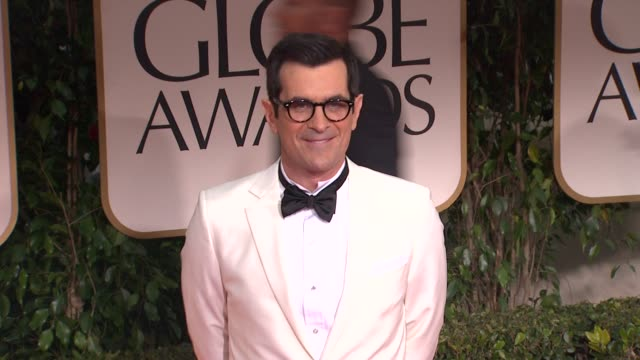 vídeos de stock, filmes e b-roll de ty burrell at 69th annual golden globe awards arrivals on january 15 2012 in beverly hills california - ty burrell