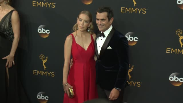 vídeos de stock, filmes e b-roll de ty burrell at the 68th annual primetime emmy awards arrivals at microsoft theater on september 18 2016 in los angeles california - ty burrell