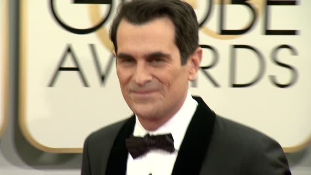 vídeos de stock, filmes e b-roll de ty burrell at the 71st annual golden globe awards arrivals at the beverly hilton hotel on in beverly hills california - ty burrell