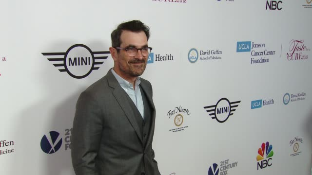 vídeos de stock, filmes e b-roll de ty burrell at ucla jonsson cancer center foundation hosts 23rd annual taste for a cure event honoring nbc entertainment president paul telegdy in los... - ty burrell
