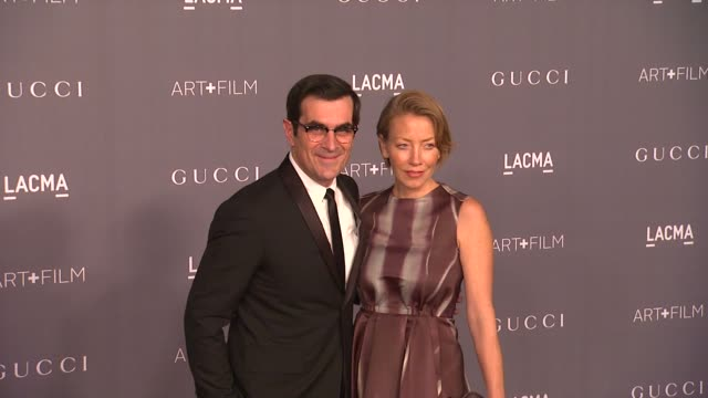 vídeos de stock, filmes e b-roll de ty burrell holly burrell at lacma hosts 2012 art film gala honoring ed ruscha and stanley kubrick presented by gucci on 10/26/12 in los angeles ca - ty burrell