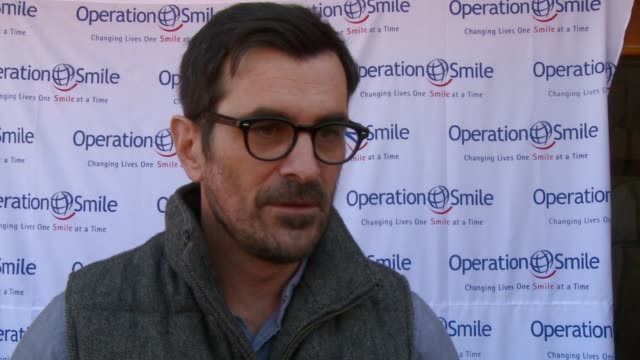 vídeos y material grabado en eventos de stock de ty burrell on being in utah at operation smile first annual celebrity smile challenge on 3/31/12 in park city ut - ty burrell