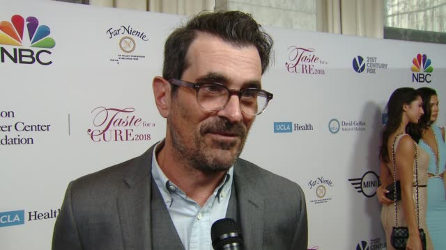 vídeos y material grabado en eventos de stock de interview ty burrell on tonight's event on his own personal connection to the cause with family members affected by cancer on why it is important for... - ty burrell