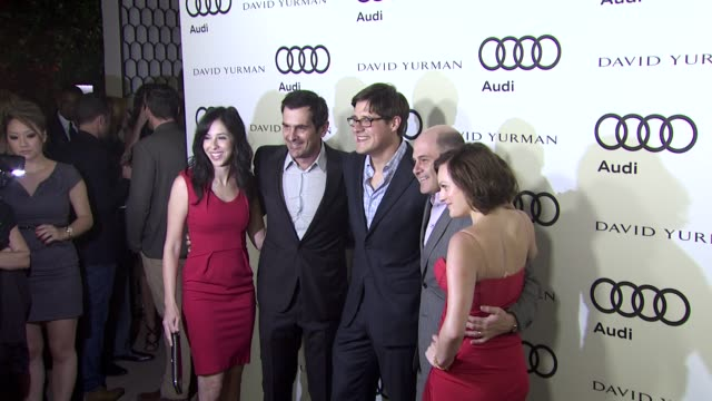 vídeos de stock, filmes e b-roll de ty burrell rich sommer elizabeth moss at the audi and david yurman kick off emmy week 2011 and support tuesday's children at los angeles ca - ty burrell