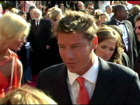 vídeos y material grabado en eventos de stock de ty pennington at the 2004 primetime emmy awards - arrival interviews at the shrine auditorium in los angeles, california on september 19, 2004. - premio emmy anual primetime