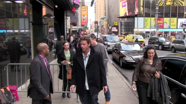 vídeos de stock e filmes b-roll de ty pennington at the 'good morning america' studio in new york on - ty pennington