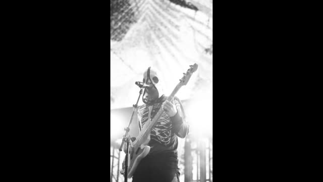 tyler joseph of twenty one pilots performs on stage during 2019 iheartradio alter ego at the forum on january 19, 2019 in inglewood, california. - editorial bildbanksvideor och videomaterial från bakom kulisserna