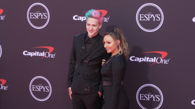 vídeos de stock, filmes e b-roll de tyler 'ninja' blevins and jessica blevins at the 2019 espys at microsoft theater on july 10 2019 in los angeles california - espy awards