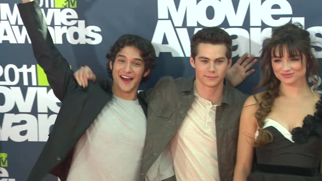 tyler posey, dylan o'brien, crystal reed, tyler hoechlin, colton haynes, holland roden at the 2011 mtv movie awards at los angeles ca. - mtvムービー&tvアワード点の映像素材/bロール