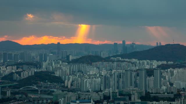 vidéos et rushes de tyndall phenomenon view of yeouido and yongsan-gu, seoul - phénomène naturel