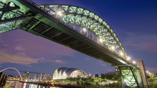 tyne bridge at sunset - newcastle upon tyne stock-videos und b-roll-filmmaterial