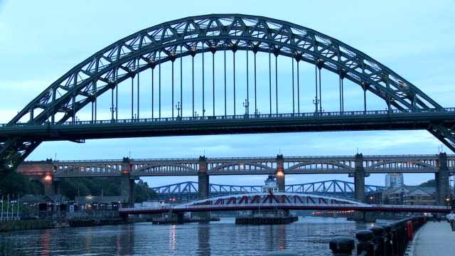 tyne bridge in dusk, newcastle upon tyne - tyne bridge stock videos & royalty-free footage
