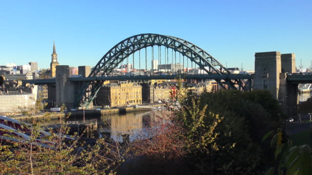 tyne brücke - newcastle, england - newcastle upon tyne stock-videos und b-roll-filmmaterial