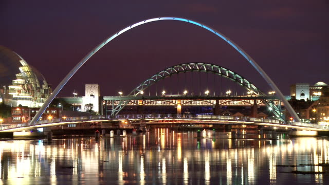 stockvideo's en b-roll-footage met tyne briges in dusk, newcastle upon tyne - newcastle upon tyne