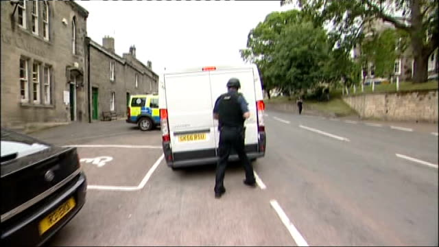 day seven of manhunt for raoul moat; england: northumberland: rothbury: ext armed police officer stopping van at road block and questioning driver... - searching点の映像素材/bロール