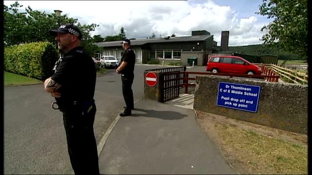 day six of manhunt for raoul moat / two men appear in court england northumberland rothbury ext armed police officers patrolling street back view... - vallgrav bildbanksvideor och videomaterial från bakom kulisserna