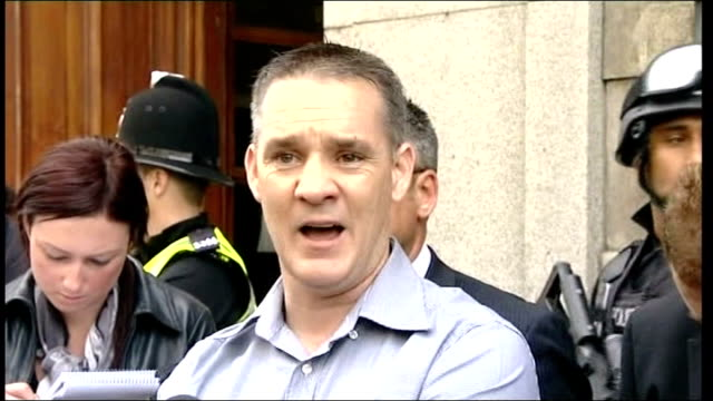 day six of manhunt for raoul moat / two men appear in court darren rathband speaking to press sot northumberland elsdon ext police helicopter... - 登場点の映像素材/bロール