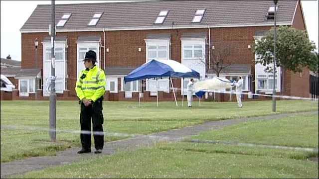 stockvideo's en b-roll-footage met day six of manhunt for raoul moat / two men appear in court july 2010 tyne and wear gateshead scafell police officer standing guard by cordonedoff... - tyne and wear