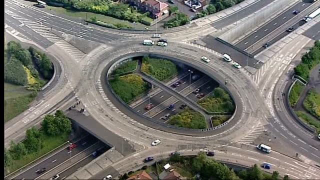stockvideo's en b-roll-footage met police manhunt for gunman after triple shooting england tyne and wear newcastleupontyne east denton ext aerials roundabout at motorway junction of a1... - tyne and wear