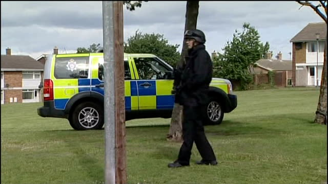 stockvideo's en b-roll-footage met police were warned about suspect / manhunt continues england tyne and wear newcastleupontyne ext close up of armed police officers various of armed... - tyne and wear