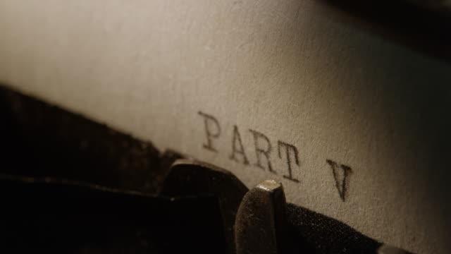 ld art bars des alten schreibmaschine ausdrucken teil v - römische zahl stock-videos und b-roll-filmmaterial