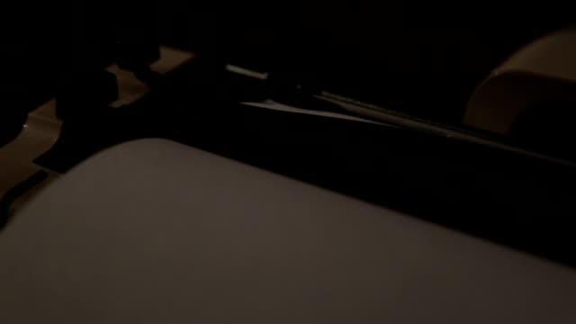 vidéos et rushes de machine à écrire - écrivain