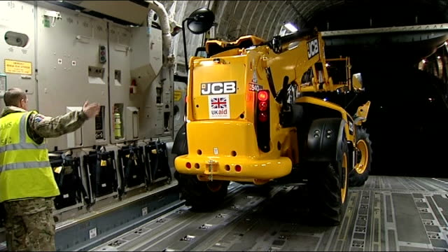 vídeos de stock e filmes b-roll de typhoon haiyan aftermath: american aid begins to reach tacloban; england: oxfordshire: brize norton: int plane close shot 'uk aid' sign on jcb digger... - oxfordshire