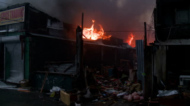 Typhoon Haiyan Aftermath Fire Burns Out Of Control In Tacloban City