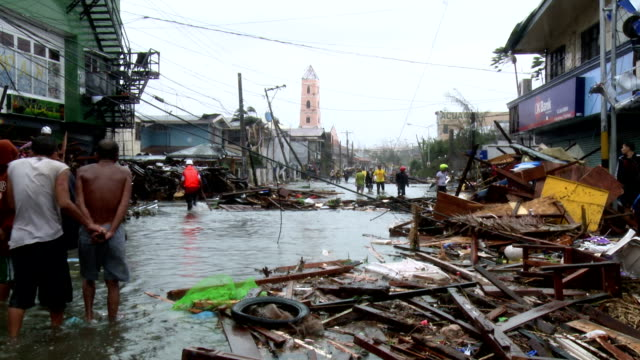 Typhoon Haiyan Storm Surge Destruction And Survivors In Tacloban City