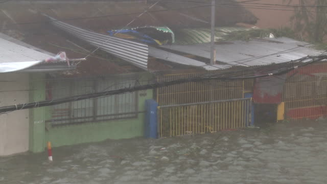 Typhoon Haiyan Storm Surge Hits Tacloban City