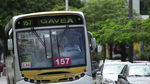 ms typical bus to gavea / rio de janeiro, brazil - aufblenden stock-videos und b-roll-filmmaterial