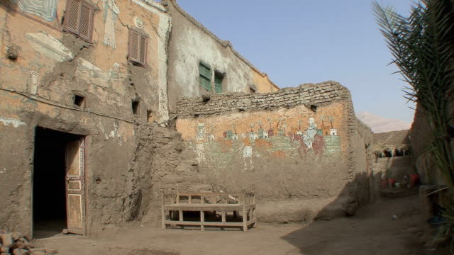 ws typical farmer's house with frescoes of egyptian life on exterior walls, kuna, egypt - エジプト点の映像素材/bロール