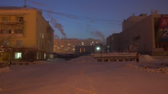 vídeos de stock e filmes b-roll de typical russian panel blocks in yakutsk, the coldest city in the world - cold temperature