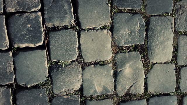 typische sanpietrino roman road spirale video - das alte rom stock-videos und b-roll-filmmaterial