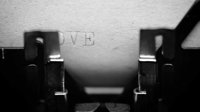 vídeos de stock e filmes b-roll de typing love word with an old typewriter - amor